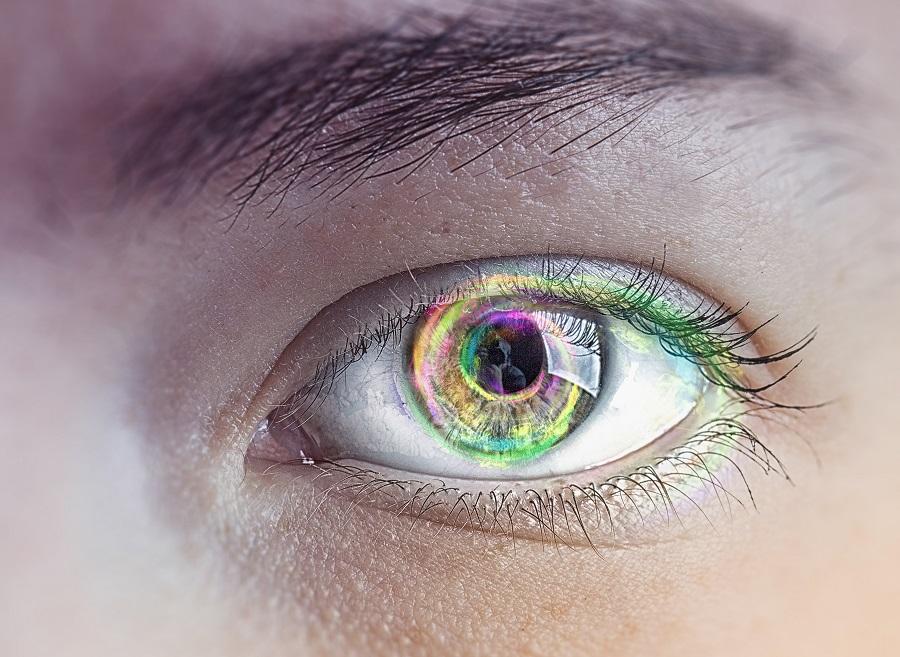 Jakie soczewki podkreślające kolor oczu wybrać?